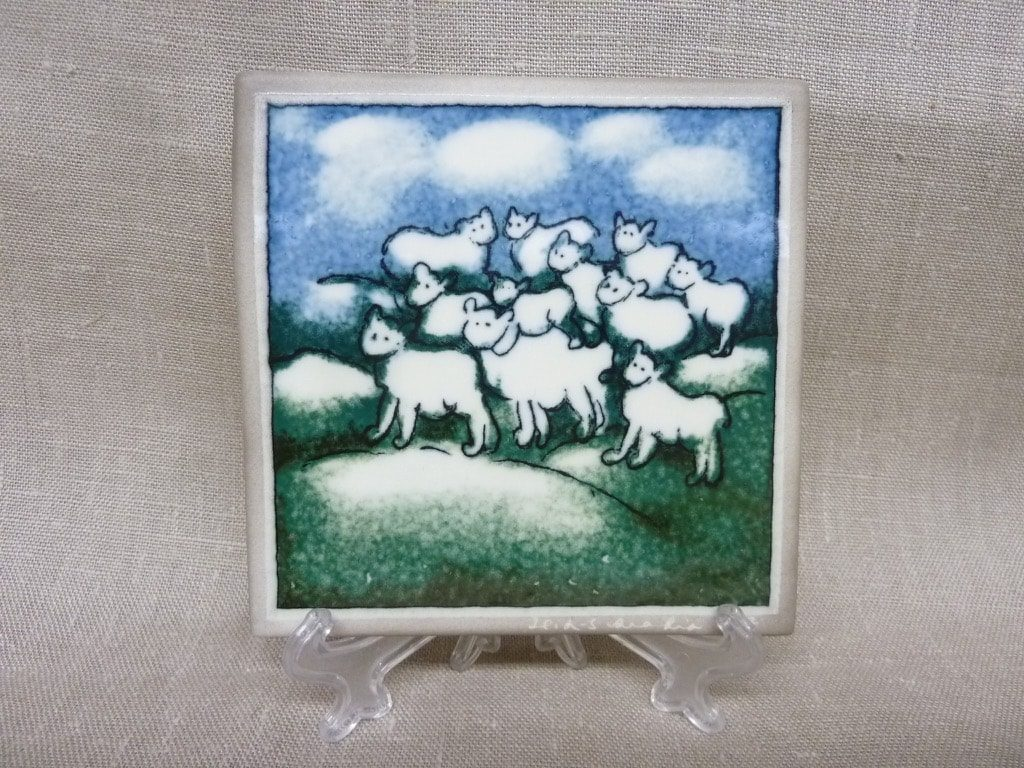 Arabia decorative plate, Lampaat, designer Heljä Liukko-Sundström, small, silk screening, signed