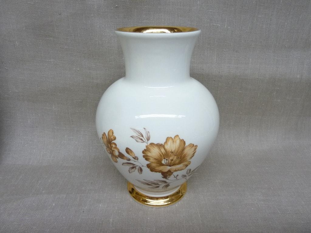 Arabia Myrna maljakko, valkoinen, suunnittelija , serikuva, kukka-aihe