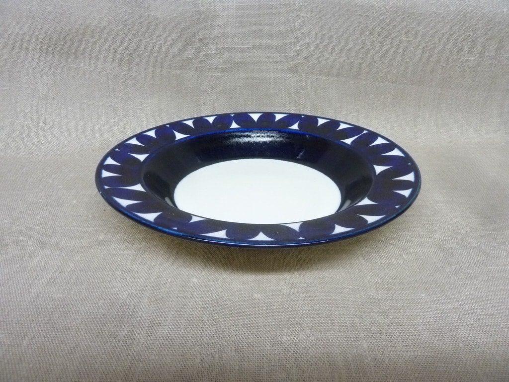 Arabia Sotka plate, hand-painted
