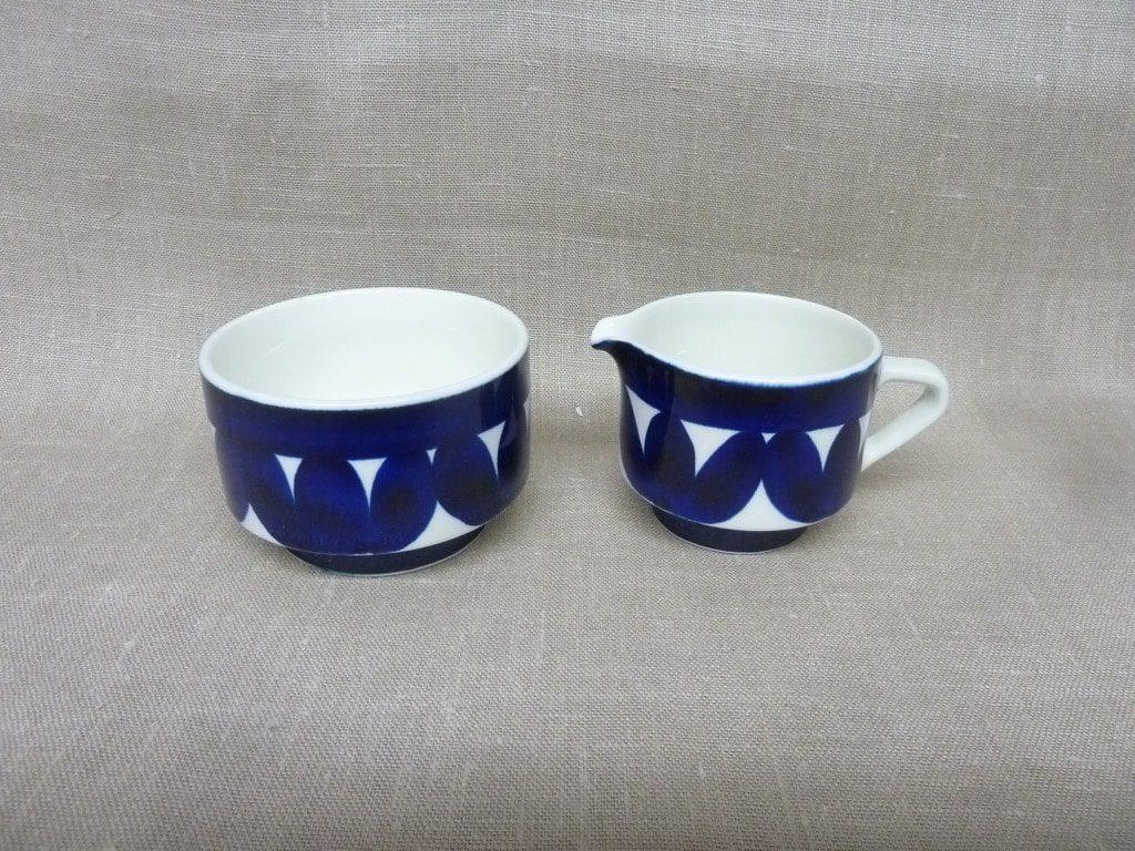 Arabia Sotka sokerikko ja kermakko, sininen, suunnittelija , käsinmaalattu