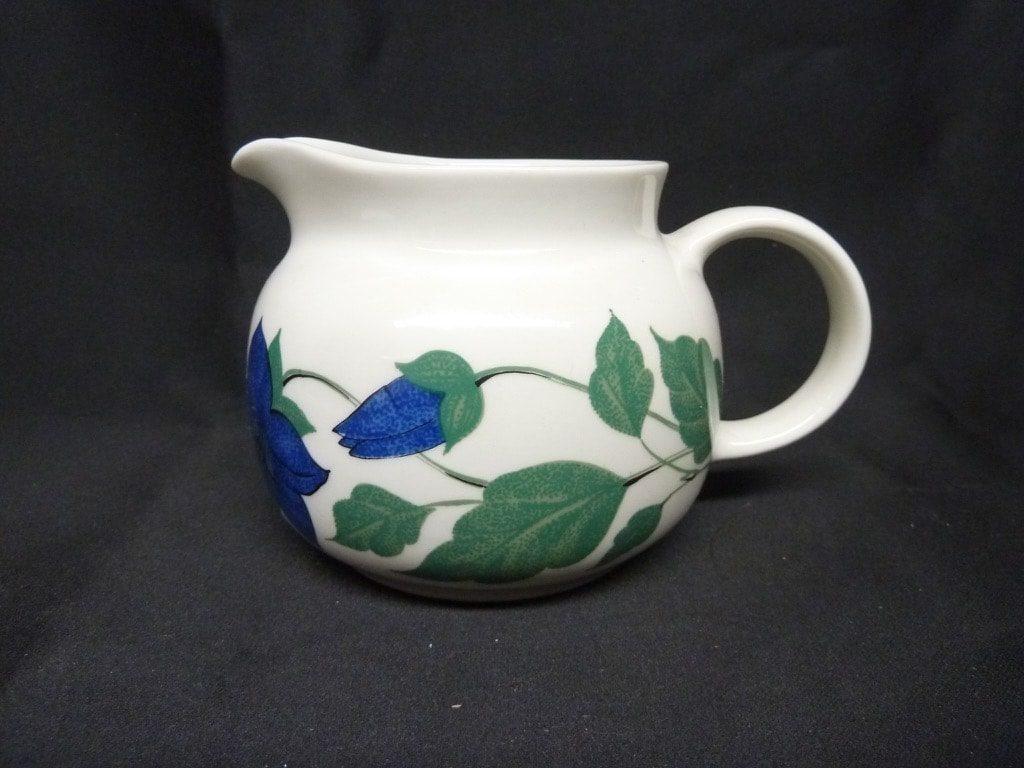 Arabia Tea for Two kaadin, vihreä, suunnittelija , serikuva, kukka-aihe