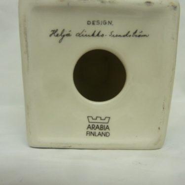 Arabia kynttilänjalka, Talo, suunnittelija Heljä Liukko-Sundström, Talo, pieni, serikuva, signeerattu kuva 2