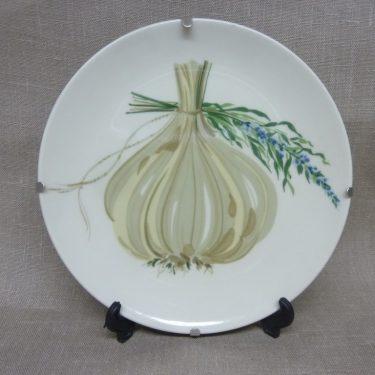 Arabia Vihreä linja decorative plate, Valkosipuli Ja Laventeli, designer Gunvor Olin-Grönqvist, silk screening