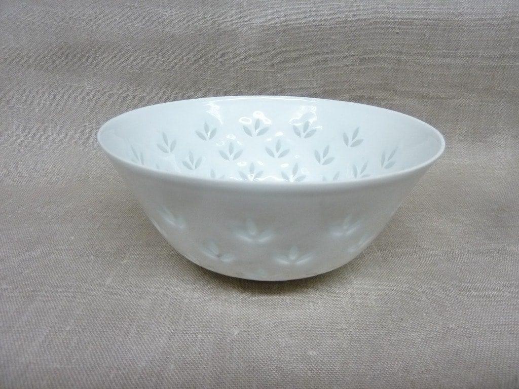 Arabia FK vase, white, designer Friedl Holzer-Kjellberg, porcelain, mass signed
