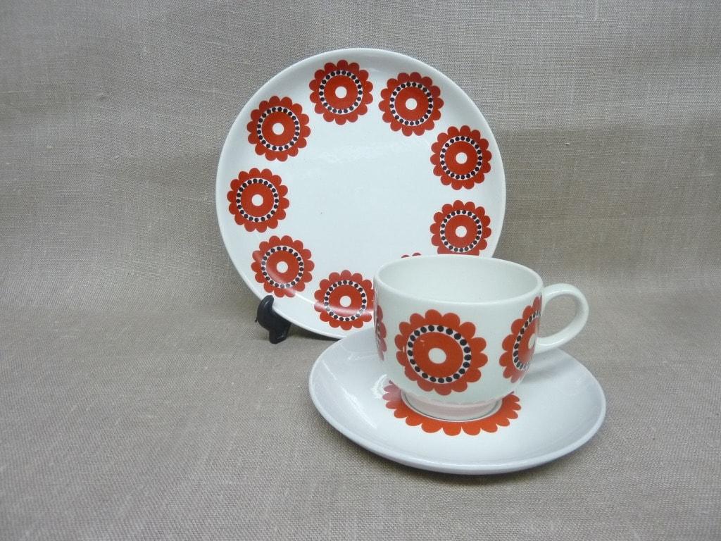 Arabia KM coffee cup, red, Göran Bäck