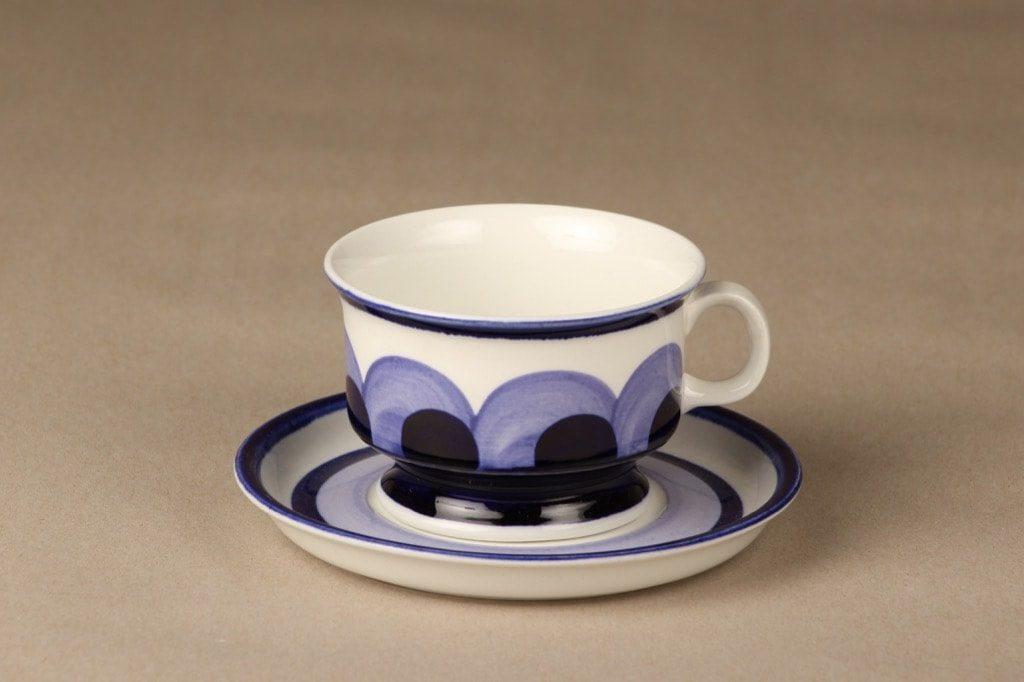 Arabia Paju teekuppi, sininen, suunnittelija Anja Jaatinen, käsinmaalattu, retro