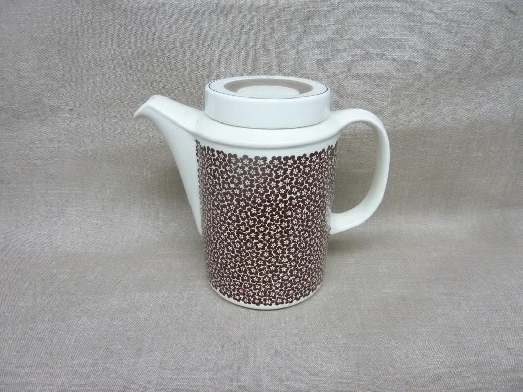 Arabia Faenza kukka kahvikaadin, ruskea, suunnittelija Inkeri Seppälä, 1 l, kukkakoriste