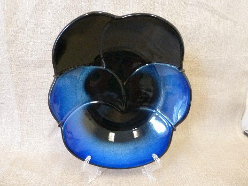 Arabia Viola koristelaatta, sininen, suunnittelija Birger Kaipiainen, suuri