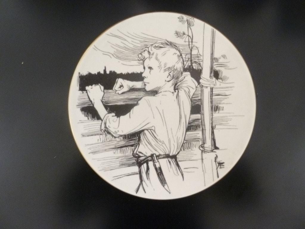 Arabia Vänrikki Stoolin tarinat koristelautanen, Sotilaspoika, suunnittelija , Sotilaspoika, serikuva