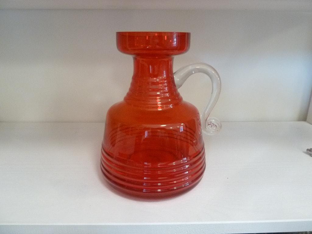 Riihimäen lasi Kleopatra maljakko, punainen, suunnittelija Tamara Aladin, suuri