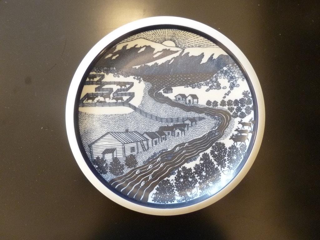 Arabia decorative plate, Arabia 101 years, designer Raija Uosikkinen, silk screening, landscape theme