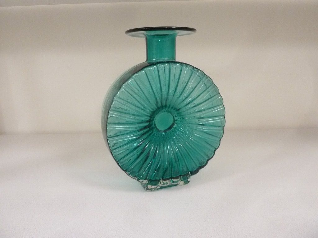 Riihimäen lasi Aurinkopullo decorative bottle, 3/4, designer Helena Tynell
