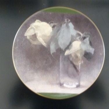 Arabia Keltaisia ruusuja lasissa decorative plate, designer Helene Schjerfbeck, silk screening, flower theme