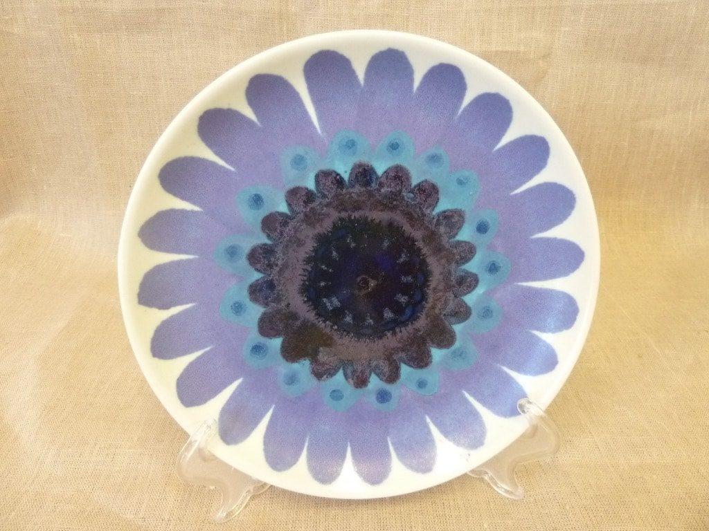 Arabia Hehku plate, designer Hilkka-Liisa Ahola, hand-painted, signed