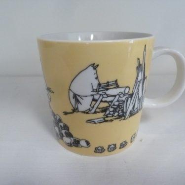 Arabia Muumi muki, keltainen, suunnittelija Tove Slotte, Tove Jansson, serikuva, muumi-aihe, 5694