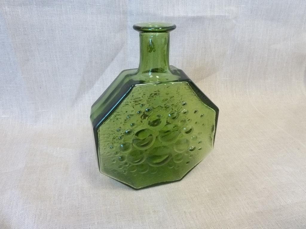 Riihimäen lasi Stella Polaris decorative bottle, green, designer Nanny Still