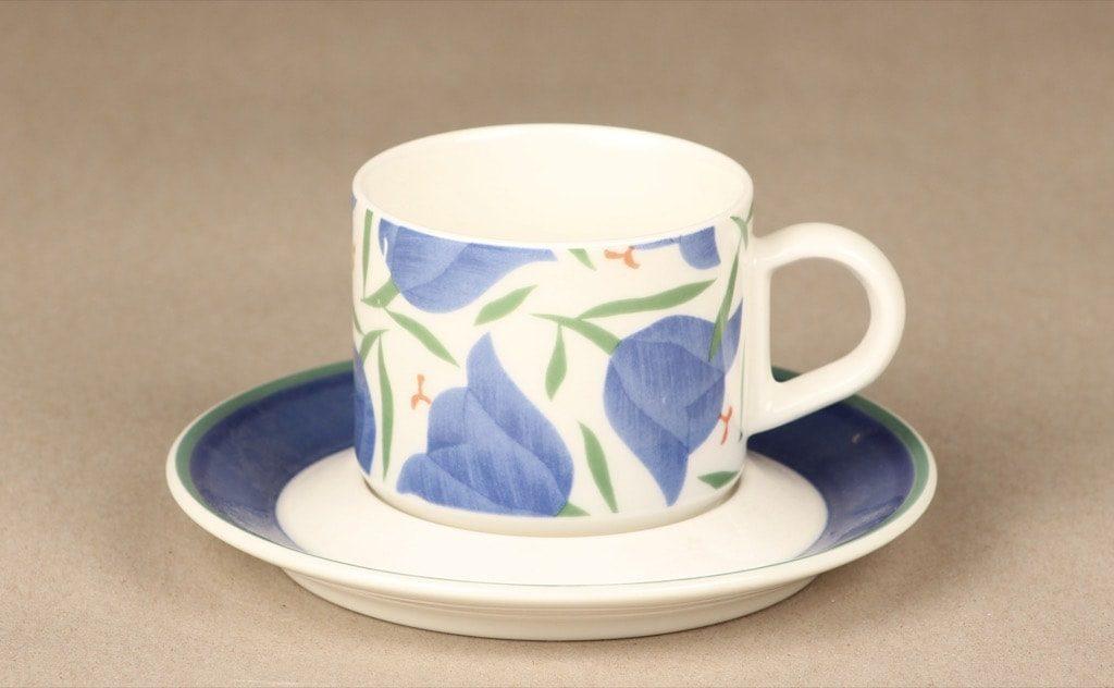 Arabia Balladi kahvikuppi, suunnittelija Heikki Orvola, serikuva, kukka-aihe