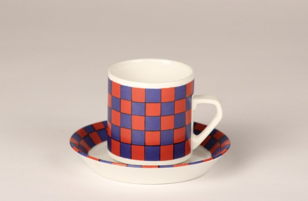 Arabia Tammi kahvikuppi, sinipunainen, suunnittelija Esteri Tomula,