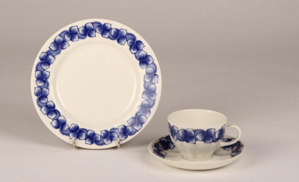 Arabia Rinki kahvikupit ja lautaset, suunnittelija Raija Uosikkinen,