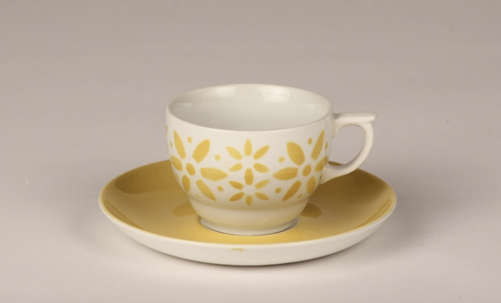 Arabia Armi coffee cup, blown decoration, yellow, retro