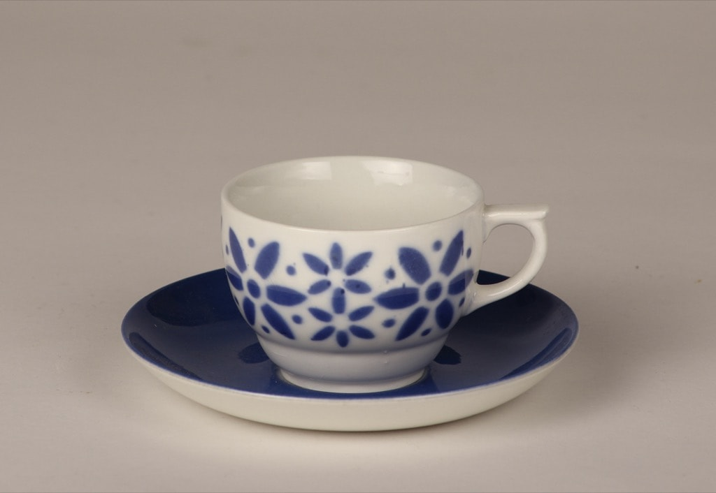 Arabia Armi coffee cup, blown decoration, blue, retro