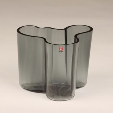 Iittala Savoy maljakko, harmaa, suunnittelija Alvar Aalto, signeerattu