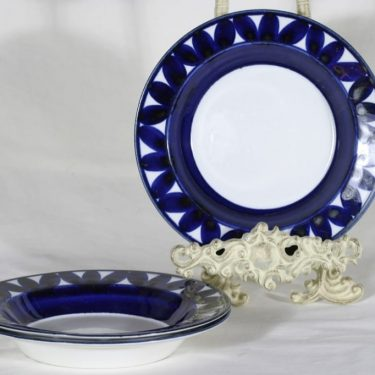 Arabia Sotka lautaset, syvä, 3 kpl, suunnittelija Raija Uosikkinen, syvä, käsinmaalattu