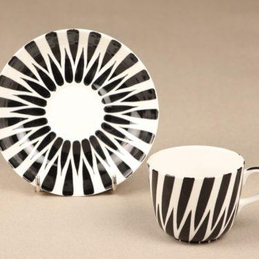 Arabia Toini kahvikuppi, mustavalkoinen, suunnittelija Toini Muona, käsinmaalattu kuva 2