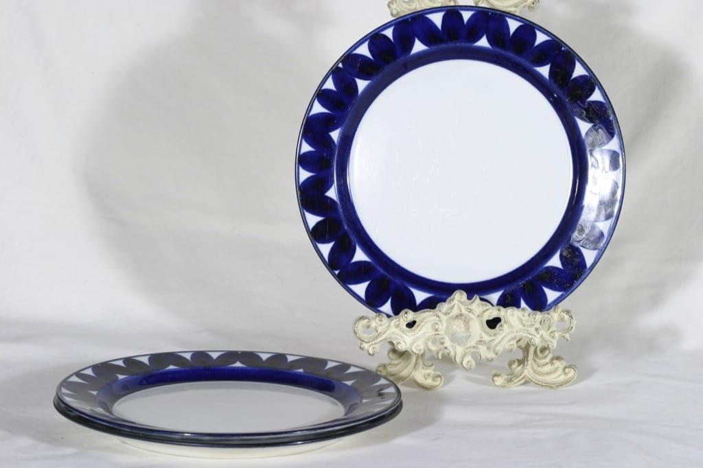 Arabia Sotka dinner plates, 3 pcs, diameter Raija Uosikkinen, hand-painted