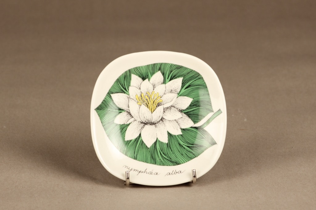 Arabia Botanica wall plate White water lily designer Esteri Tomula