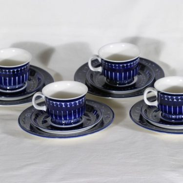 Arabia Valencia kahvikupit, käsinmaalattu, 4 kpl, suunnittelija Ulla Kraemer, käsinmaalattu, signeerattu