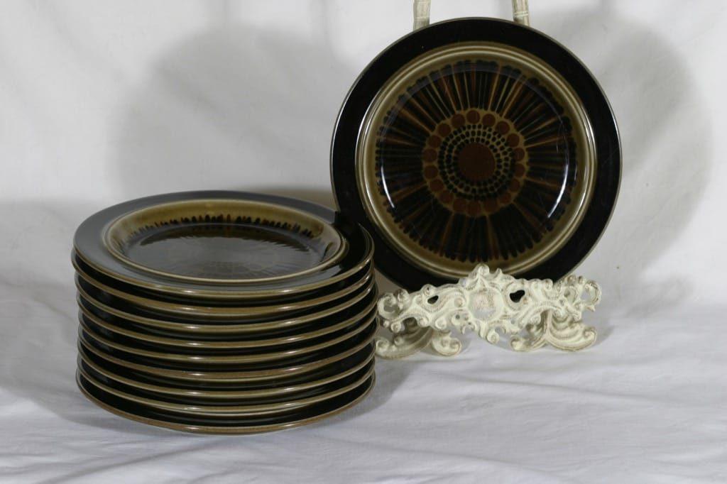 Arabia Kosmos lautaset, käsinmaalattu, 10 kpl, suunnittelija Gunvor Olin-Grönqvist, käsinmaalattu