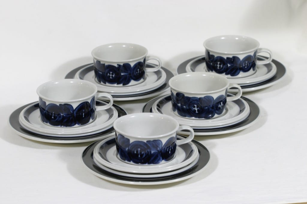 Arabia Anemone teekupit, käsinmaalattu, 5 kpl, suunnittelija Ulla Procope, käsinmaalattu, signeerattu