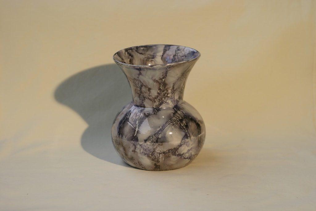 Arabia Loistomarmori maljakko, suunnittelija , lysterimarmorikoriste