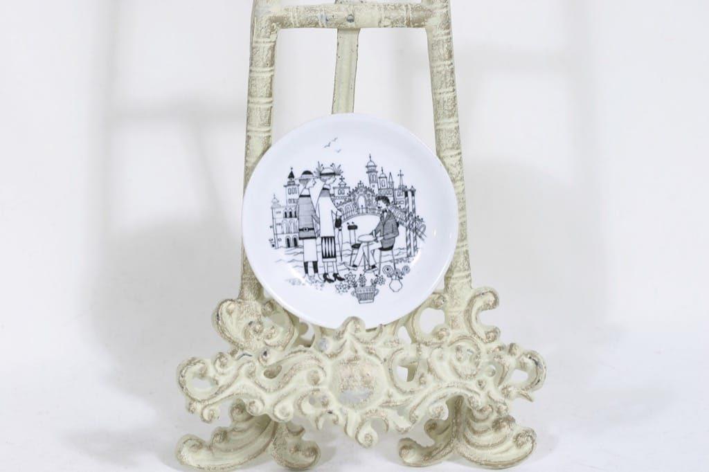 Arabia Emilia koristelautanen, suunnittelija Raija Uosikkinen, pieni, kuparipainokoriste