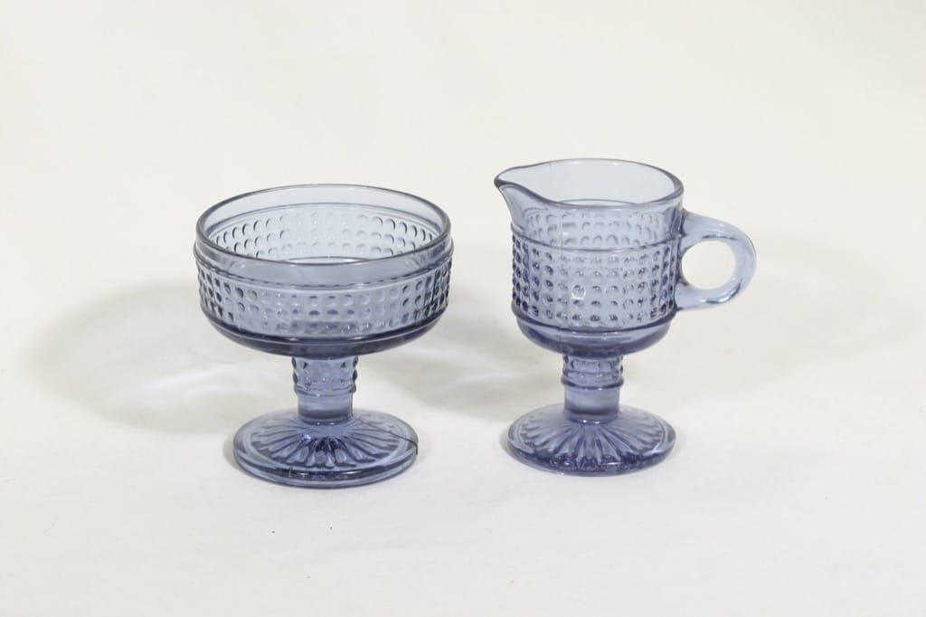 Riihimäen lasi Barokki sokerikko ja kermakko, neodymi, suunnittelija Erkkitapio Siiroinen,