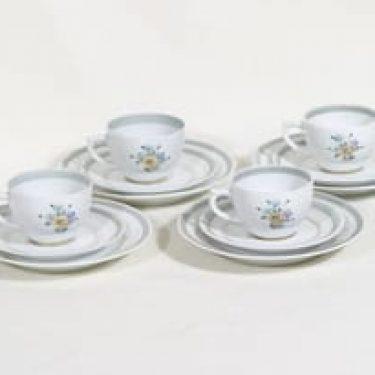Arabia ML kahvikupit ja lautaset, kukkakuvio, 4 kpl, suunnittelija Greta-Lisa Jäderholm-Snellman, kukkakuvio, käsinmaalattu