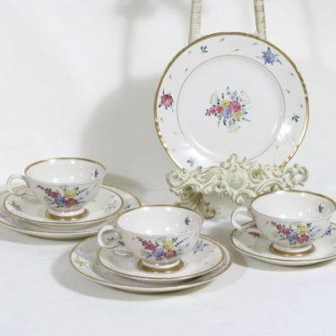 Arabia AS kahvikupit ja lautaset, kukkakuvio, 3 kpl, suunnittelija , kukkakuvio, käsinmaalattu