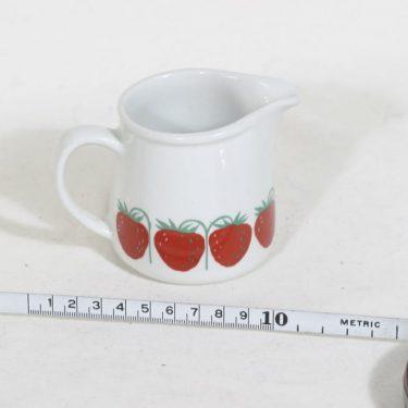 Arabia Pomona kermakko, mansikka, suunnittelija Raija Uosikkinen, mansikka, 18 cl kuva 2