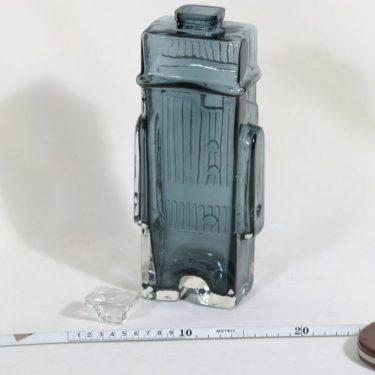 Riihimäen lasi Maaherra koristepullo, siniharmaa, suunnittelija Helena Tynell,  kuva 2