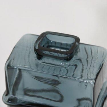 Riihimäen lasi Maaherra koristepullo, siniharmaa, suunnittelija Helena Tynell,  kuva 3