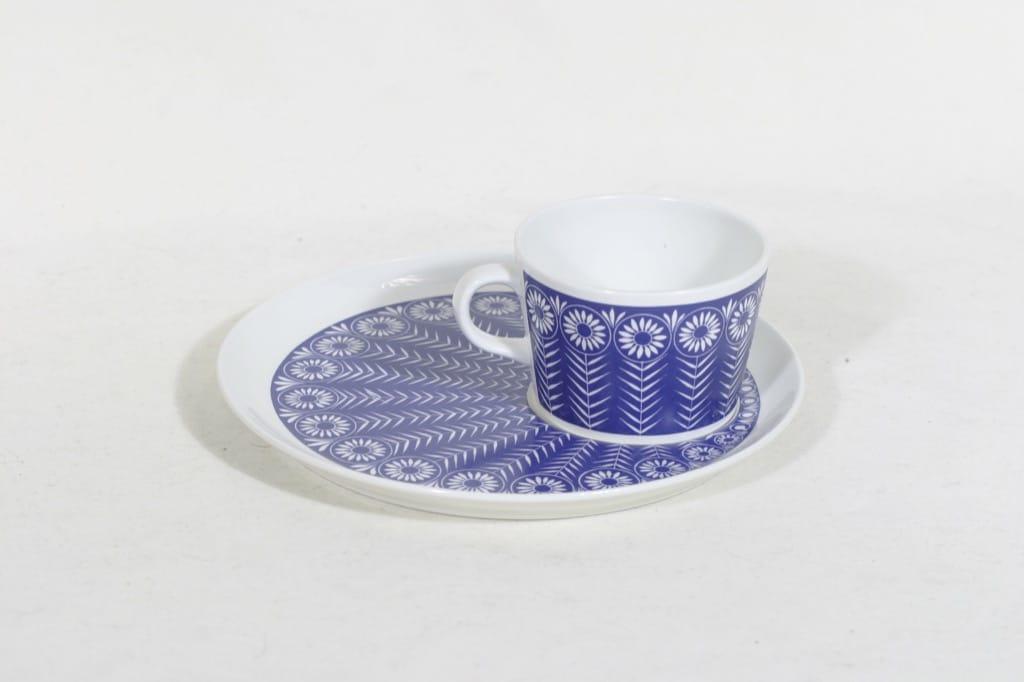 Arabia Riikinkukko kuppi ja lautanen, sininen, suunnittelija Raija Uosikkinen, siirtokuva