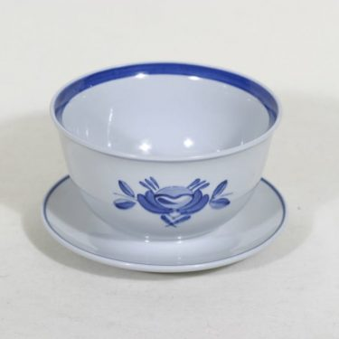 Arabia Blue Rose kastikeastia, käsinmaalattu, suunnittelija Svea Granlund, käsinmaalattu