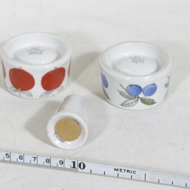 Arabia Omena, Marja munakupit ja sirotin, käsinmaalattu, 2 kpl, suunnittelija Esteri Tomula, käsinmaalattu kuva 2