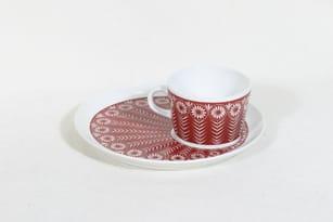 Arabia Riikinkukko kuppi ja lautanen, punainen, suunnittelija Raija Uosikkinen,