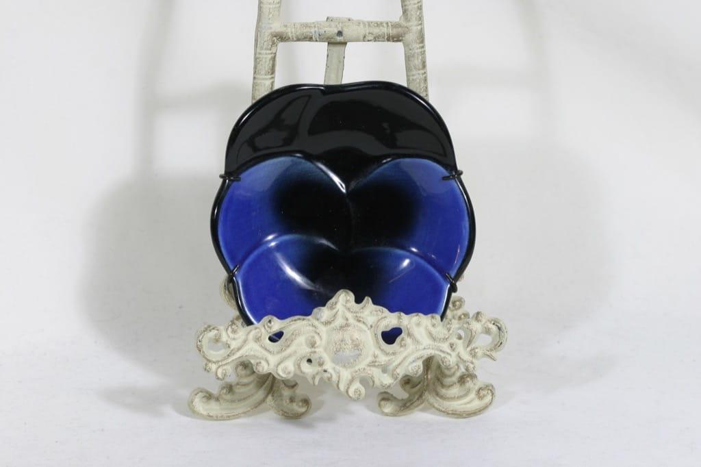 Arabia Viola koristelautanen, sininen, suunnittelija Birger Kaipiainen,