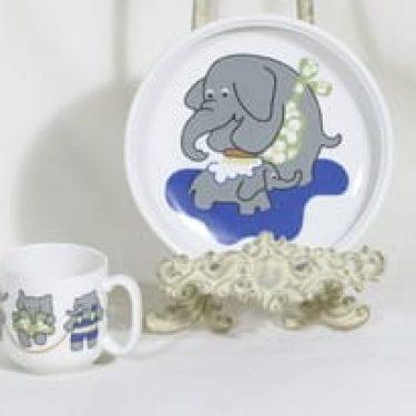 Arabia Elefantti muki ja lautanen, suunnittelija Inkeri Leivo, serikuva
