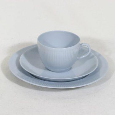 Arabia Sointu kahvikuppi ja lautaset, vaaleansininen, suunnittelija Kaj Franck,