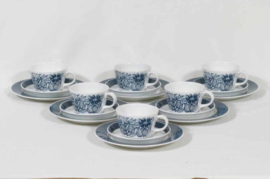 Arabia Keto kahvikupit ja lautaset, 6 kpl, suunnittelija Esteri Tomula, raitakoriste, serikuva