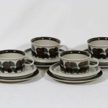 Arabia Ruija teekupit ja lautaset, käsinmaalattu, 4 kpl, suunnittelija Raija Uosikkinen, käsinmaalattu